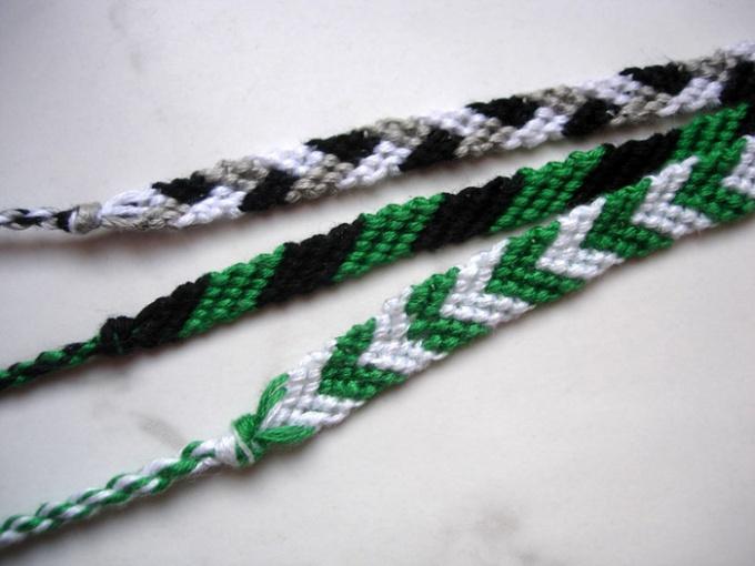 Плетеная фенечка